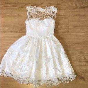 White lace bebe dress size 0